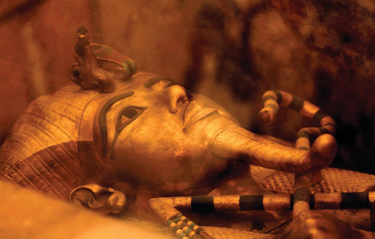 奢華的黃金棺包裹著裏面埃及法老的木乃伊
