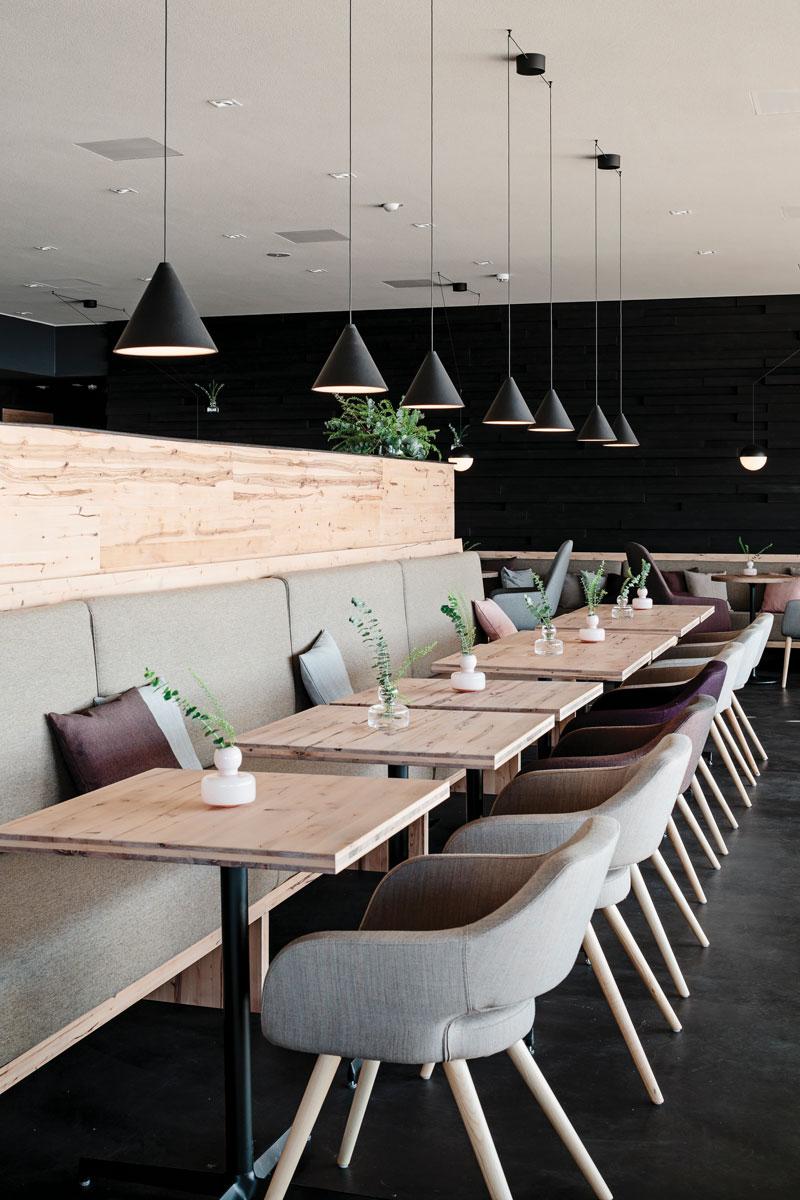 也有簡雅北歐風的餐廳提供美食。