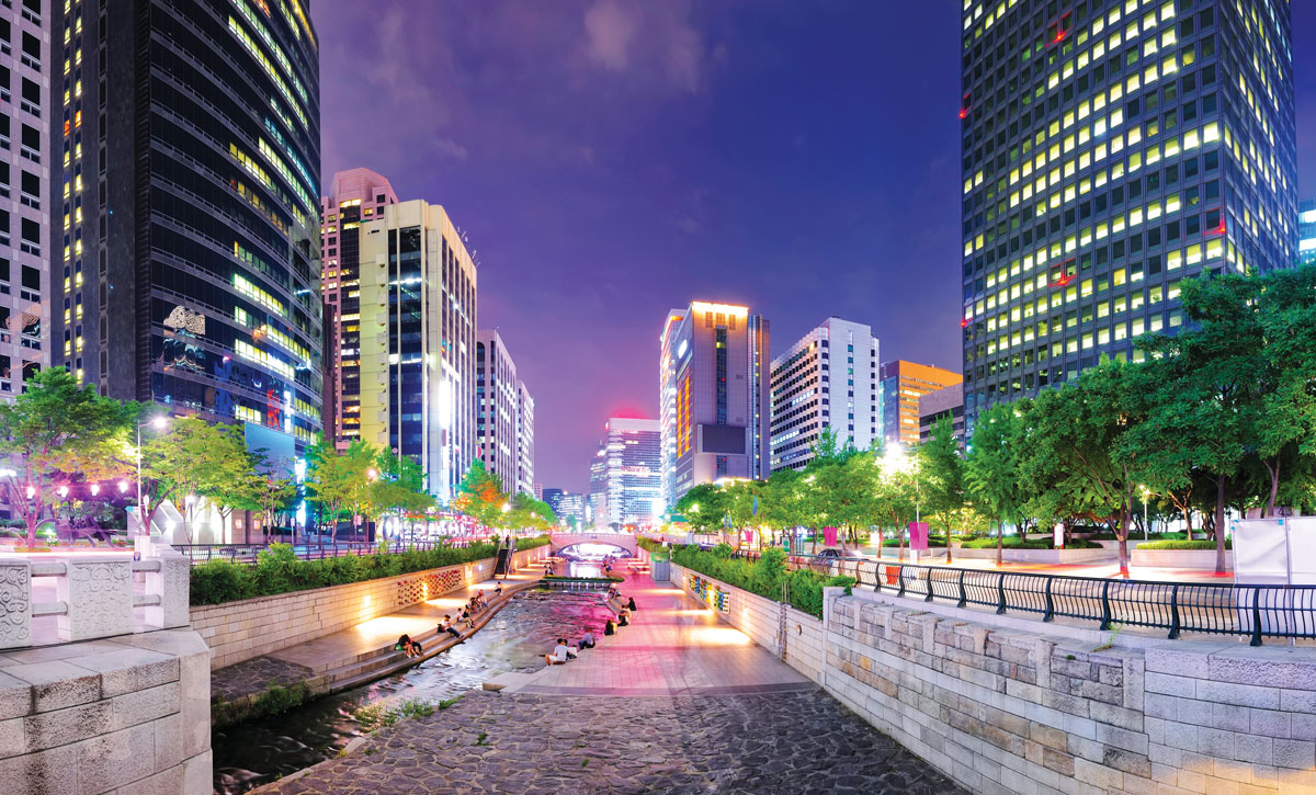 Seoul__locals-flank-the-river-of-Cheonggyecheon-Park
