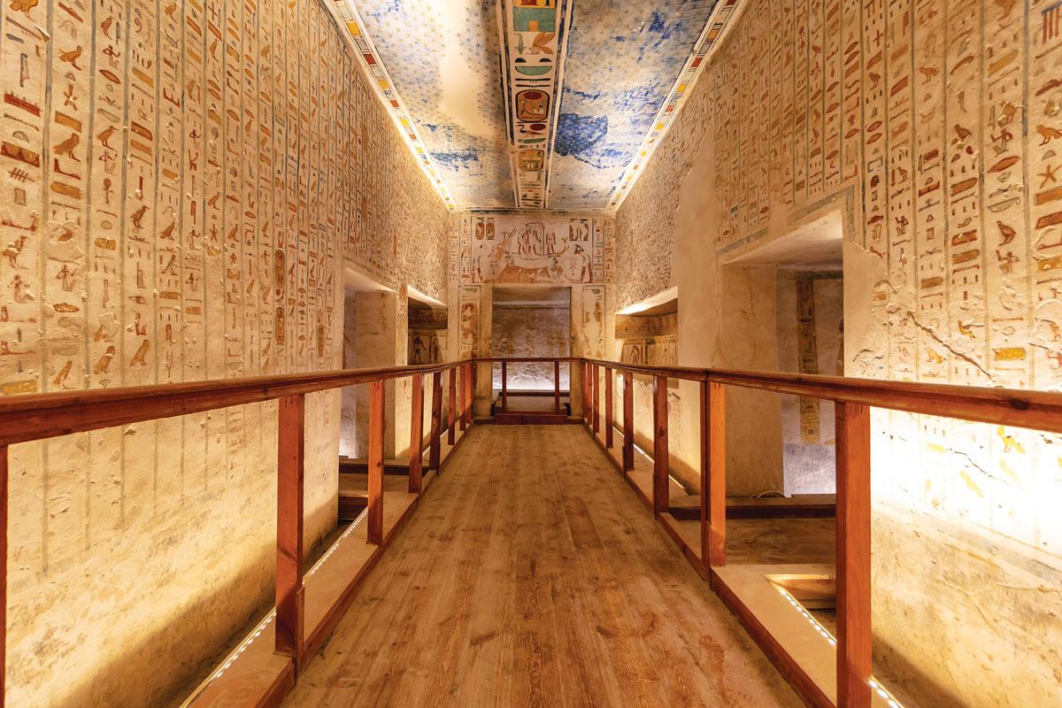 長長的樓梯通往拉美西斯六世的墓穴,內有許多墓室用來安放陪葬品 埃及 金字塔