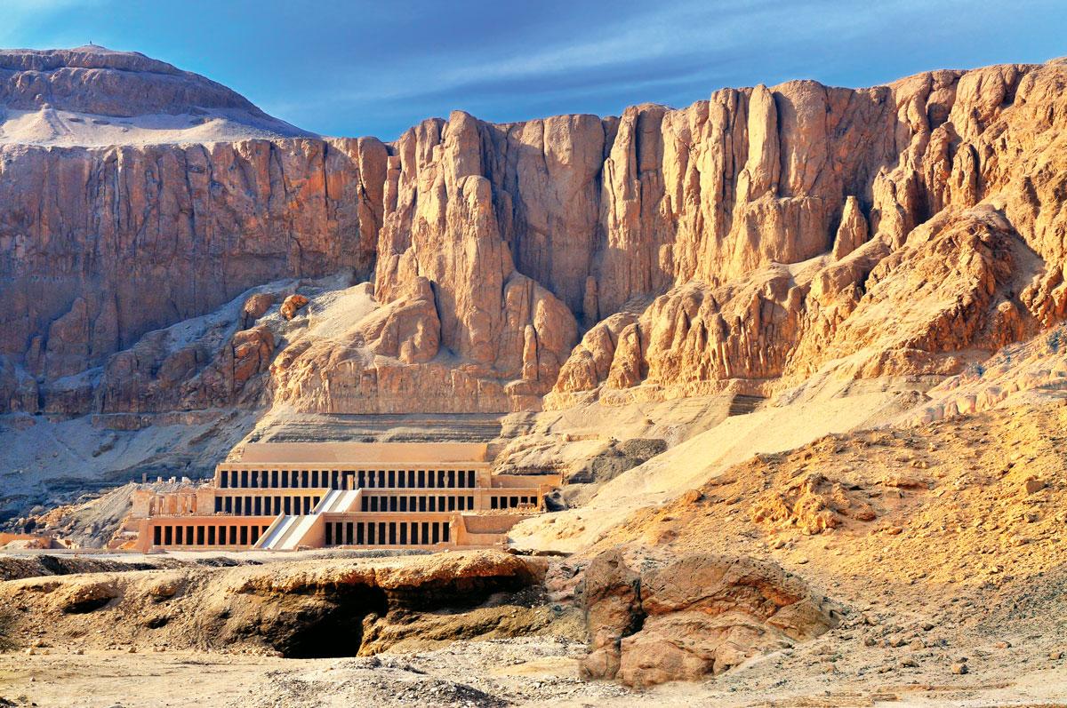 哈特謝普蘇特祭廟依峭壁按階梯形建造 埃及 金字塔